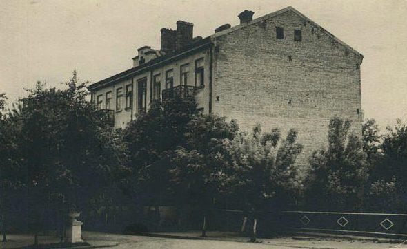 Колишня-перша-поліклініка-і-пологовий-будинок-середина-1950-х-рр.